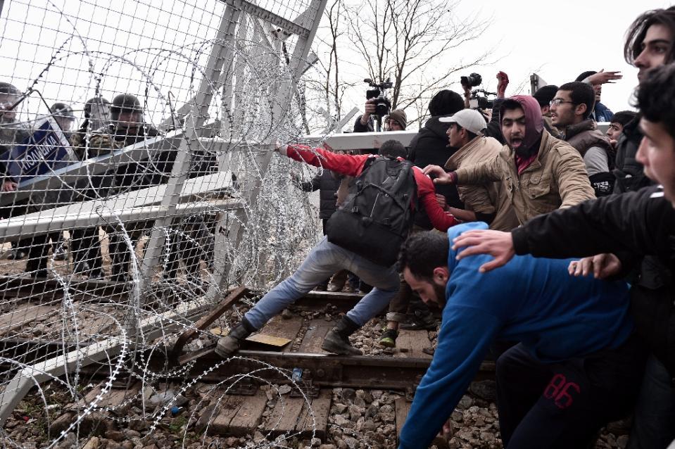 migrantsFence